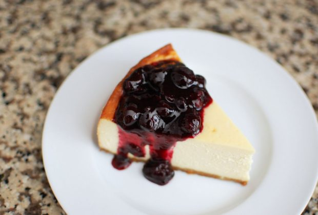Guilt-Free Blueberry Cheesecake with Blueberry Sauce