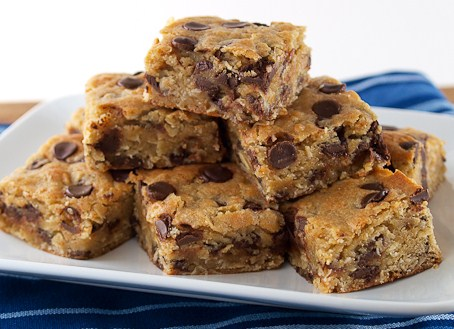 Oatmeal Chocolate Chip Blondies | Easy Dessert