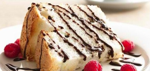 Angel Food Cake with Chocolate Fudge Sauce