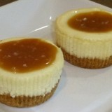 Mini Cheesecake with Salted Caramel Sauce